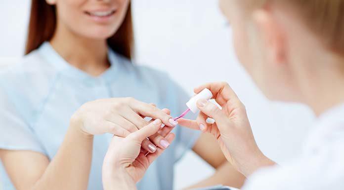 Co warto wiedzieć na temat manicure hybrydowego?